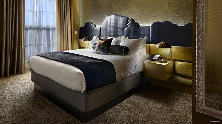 Property GuesthouseatGraceland Hotel GuestroomSuite MediaSuiteBedroom JefferyJacobs