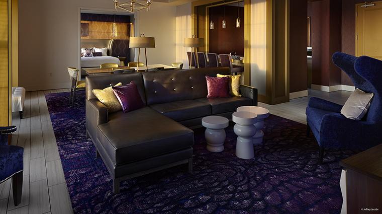 Property GuesthouseatGraceland Hotel GuestroomSuite TheKingsSuiteLivingRoom JefferyJacobs