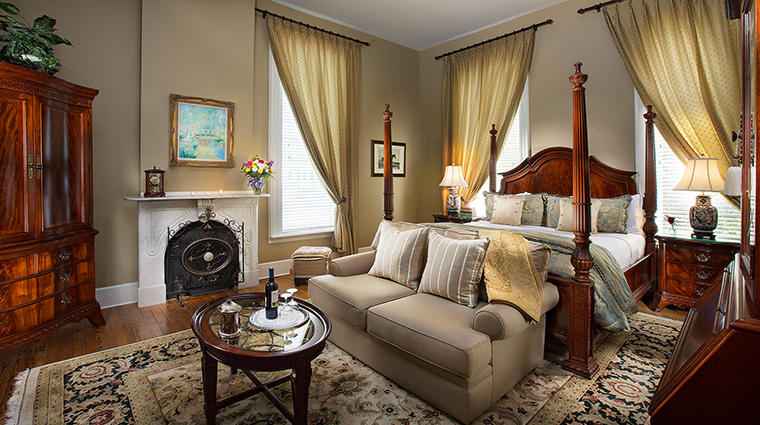 Property HamiltonTurnerInn Hotel GuestroomSuite GeneralNathanielGreenSuite HamiltonTurnerInn