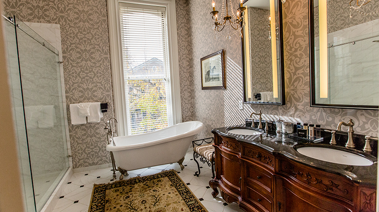 Property HamiltonTurnerInn Hotel GuestroomSuite NobleJonesSuiteBathroom HamiltonTurnerInn