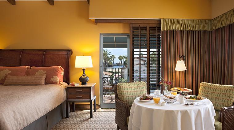 Property HarborViewInn 2 Hotel GuestroomSuite DeluxeResortViewRoom Bedroom CreditHarborViewInn