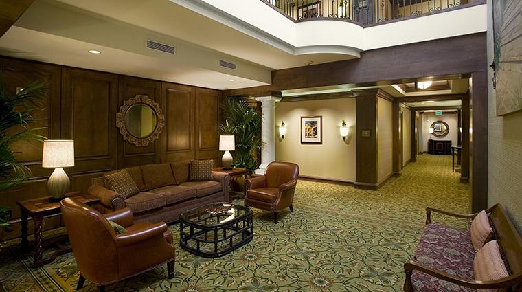 Property HarborViewInn 3 Hotel PublicSpaces LobbySittingArea CreditHarborViewInn