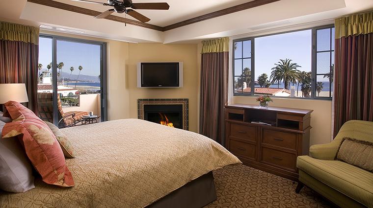Property HarborViewInn 6 Hotel GuestroomSuite LuxuryOceanViewSuite Bedroom CreditHarborViewInn