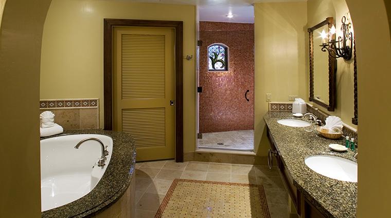 Property HarborViewInn 7 Hotel GuestroomSuite GuestBathroom CreditHarborViewInn