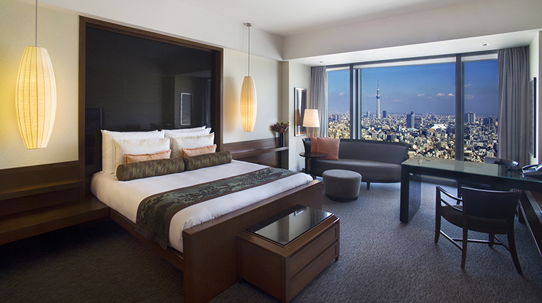 Property Hotel MandarinOrientalTokyo DeluxeRoom CreditMandarinOrientalHotelGroup