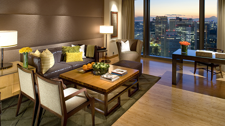 Property Hotel MandarinOrientalTokyo MandarinSuiteLivingRoom CreditMandarinOrientalHotelGroup
