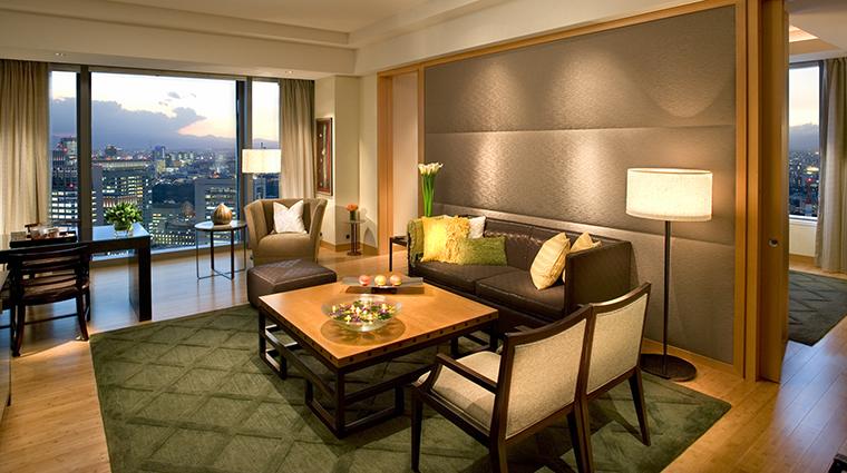 Property Hotel MandarinOrientalTokyo OrientalSuiteLivingRoom CreditMandarinOrientalHotelGroup