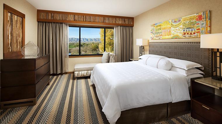 Property Hotel SheratonWildHorsePass DeluxeSuiteBedroom CreditStarwoodHotels&ResortsWorldwideInc