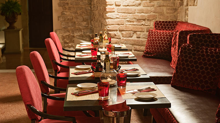 Property HotelBrunelleschi Hotel Dining OsteriadellaPagliazzaInterior HotelBrunelleschiFirenze