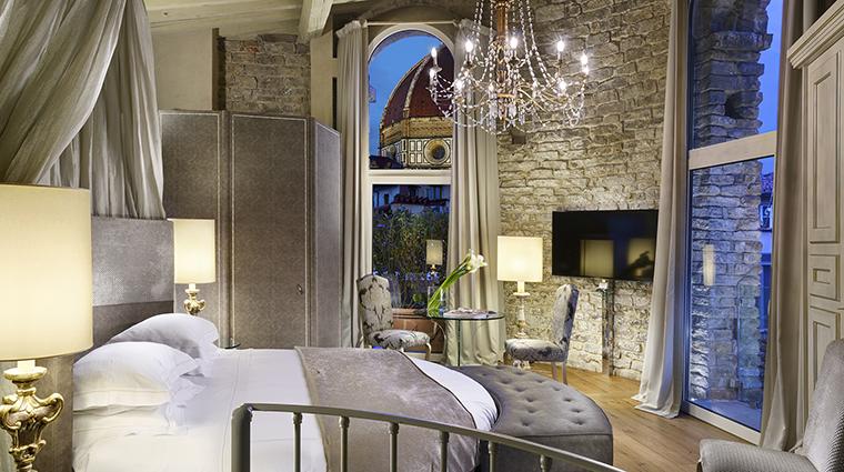 Property HotelBrunelleschi Hotel GuestroomSuite PagliazzaTowerSuite4thFloorBedroom HotelBrunelleschiFirenze