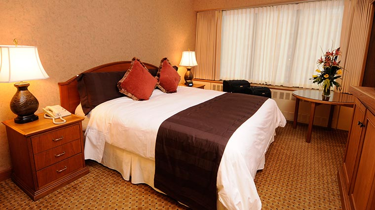 Property HotelCaptainCook Hotel GuestroomsSuites Guestroom 2 CreditHotelCaptainCook