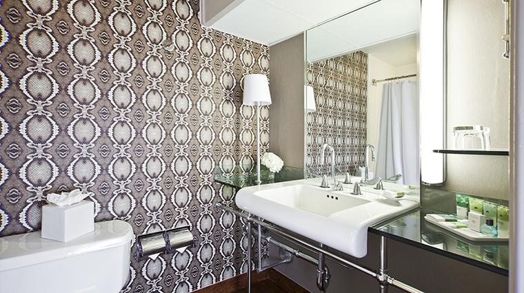 Property HotelDerek 10 Hotel GuestroomSuite TheSkyDeluxeDoubleRoom Bathroom CreditHotelDerek