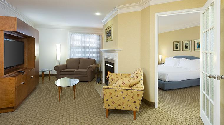 Property HotelLeBonneEntente 11 Hotel GuestroomSuite DistinctiveSuite LivingRoom CreditHotelLeBonneEntente