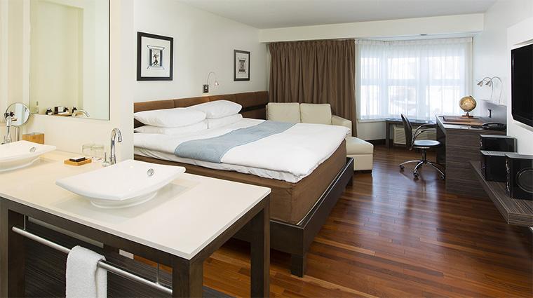 Property HotelLeBonneEntente 7 Hotel GuestroomSuite EspaceTerzoGuestRoom Bedroom CreditHotelLeBonneEntente