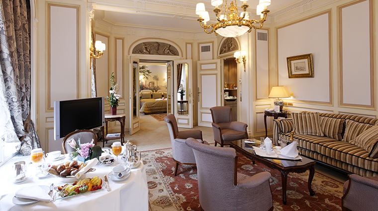 Raphael hotel paris 2018 world 39 s best hotels for Guide hotel france