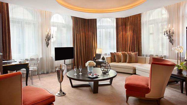 Property HotelVierJarheszeitenKempinskiMunchen Hotel GuestroomSuite RoyalLudwigSuite KempinskiHotels