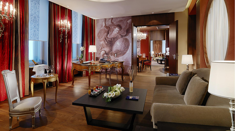 Property HotelVierJarheszeitenKempinskiMunchen Hotel GuestroomSuite RoyalLudwigSuite2 KempinskiHotels