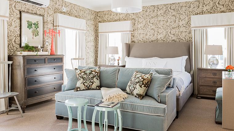 Property InnatHastingsPark Hotel GuestroomSuite PremierKingIsaacMullikenHouse TheInnatHastingsPark