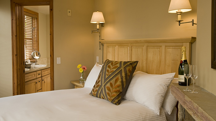 Property InnatLostCreek Hotel GuestroomSuite Bedroom InnatLostCreekTelluride