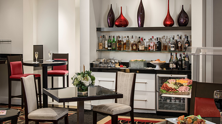 Property InnonFifthandClubLevelSuites Hotel BarLounge ClubLevelLounge InnonFifth