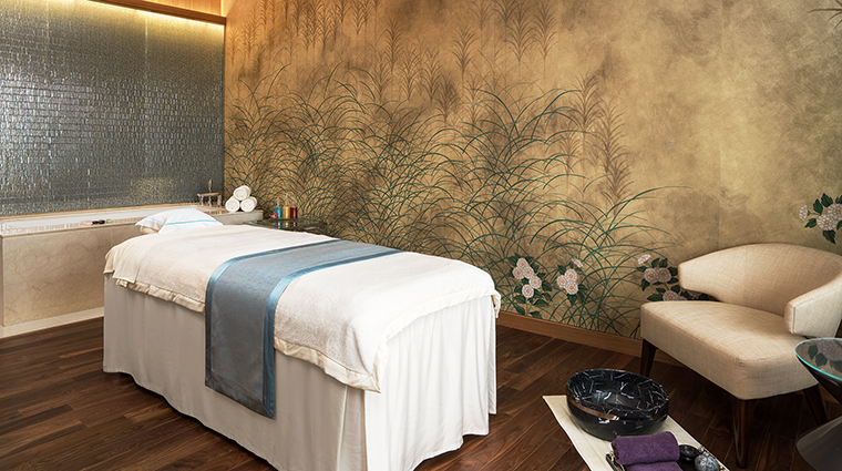 Property IridiumSpaatTheStRegisMacaoCotaiCentral Spa TreatmentRoom2 MarriottInternationalInc