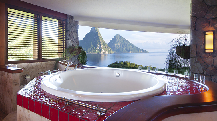 Property JadeMountain Hotel GuestroomSuite SanctuaryBathroom JadeMountain