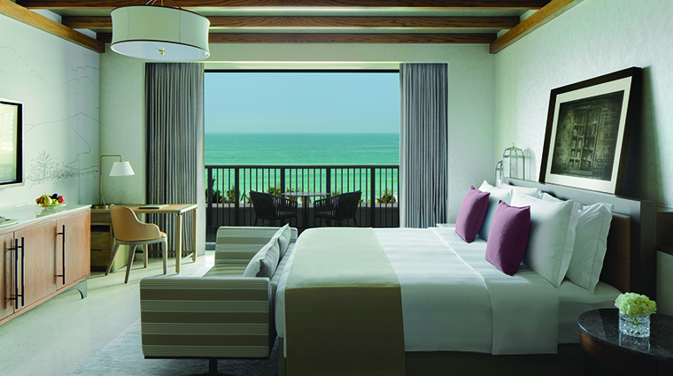 Property JumeirahAlNaseem Hotel GuestroomSuite OceanDeluxeRoomBedroom JumeirahInternationalLLC