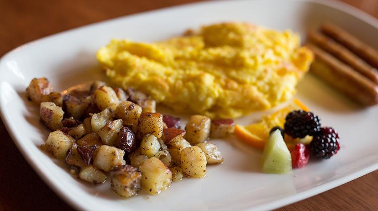 Property KanuDiningRoom Restaurant Dining Breakfast TheWhitefaceLodge