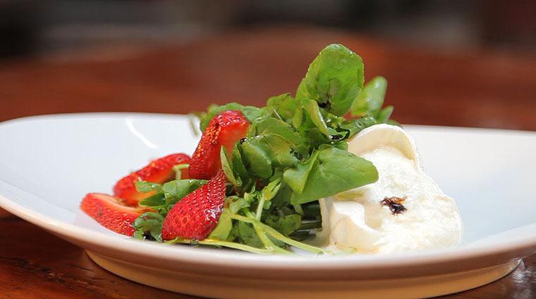 Property KanuDiningRoom Restaurant Dining StrawberrySalad2 TheWhitefaceLodge