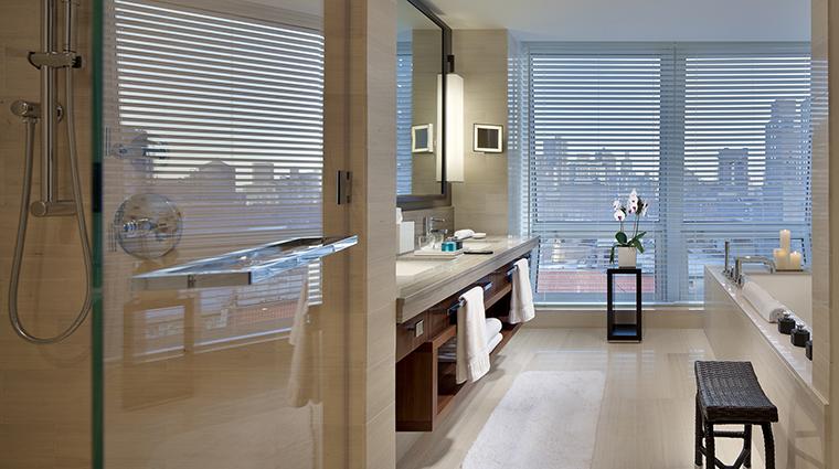 Property LanghamPlaceNewYork Hotel GuestroomSuite DeluxePlaceBath LanghamHotelsInternationalLimited