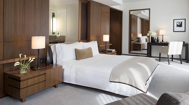Property LanghamPlaceNewYork Hotel GuestroomSuite DeluxePlaceKing LanghamHotelsInternationalLimited
