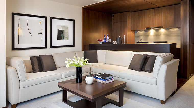 Property LanghamPlaceNewYork Hotel GuestroomSuite OneBedroomResidenceLivingRoom LanghamHotelsInternationalLimited