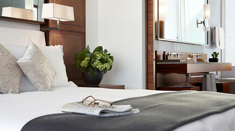 Property LasAlcobasMexicoCity Hotel GuestroomSuite PresidentialSuiteBed&Bathroom MarriottInternationalInc