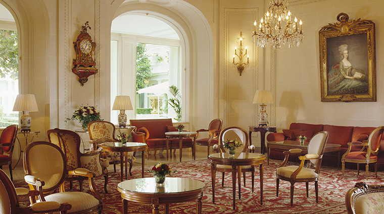 Property LeBristolParis Hotel Dining LeJardinFrancais2 OetkerHotelManagmentCompany