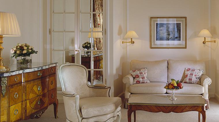 Property LeBristolParis Hotel GuestroomSuite JuniorDeluxeSuite OetkerHotelManagmentCompany