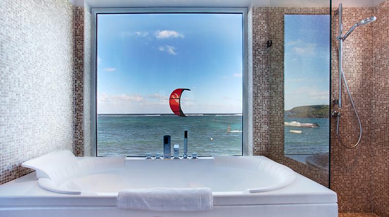 Property LeGuanahani Hotel GuestroomSuite AdmiralSuiteBathroom LeGuanahani
