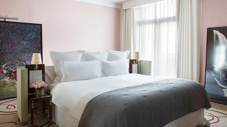 Property LeRoyalMonceau Hotel GuestroomSuite GallerySuiteBedroom RafflesHotels&Resorts