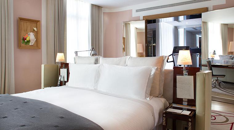 Property LeRoyalMonceau Hotel GuestroomSuite KataraPresidentialSuiteBedroom RafflesHotels&Resorts
