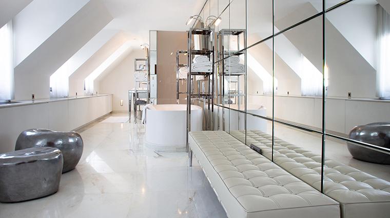 Property LeRoyalMonceau Hotel GuestroomSuite PenthouseSuiteBathroom RafflesHotels&Resorts