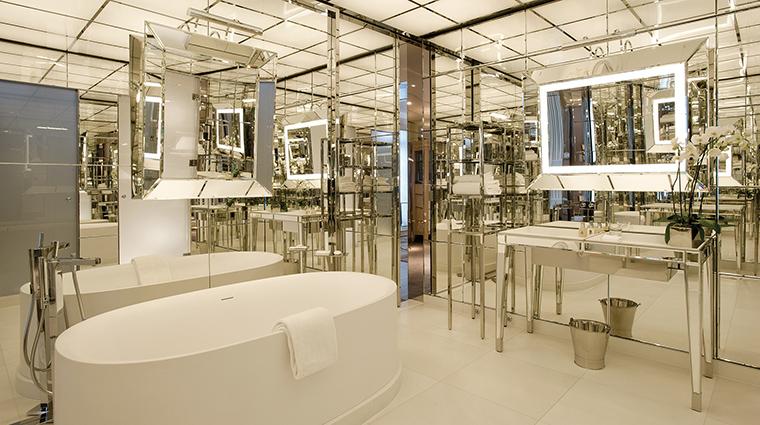 Property LeRoyalMonceau Hotel GuestroomSuite PresidentalSuiteBathroom RafflesHotels&Resorts