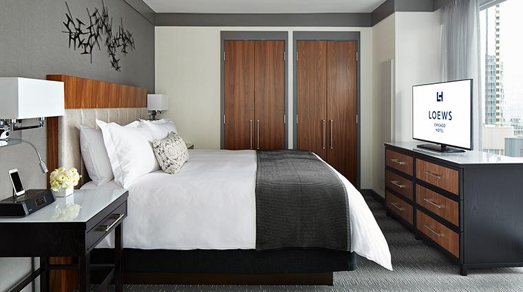 Property LoewsChicagoHotel Hotel GuestroomSuite LakeViewSuiteBedroom LoewsHotelsResorts
