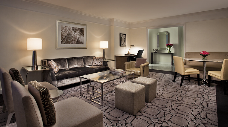 Property LoewsRegencyHotelNewYork Hotel GuestroomSuite ParkAvenueSuiteLivingRoom LoewsHotels&Resorts