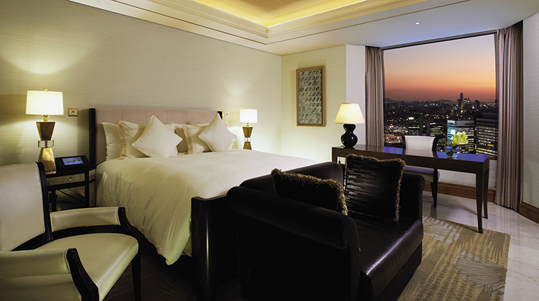 Property LotteHotelSeoul Hotel GuestroomSuite RoyalSuiteBedroom LotteHotels&Resorts