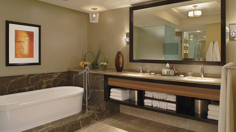 Property MGMGrandDetroit Hotel GuestroomSuite PenthouseSuiteBathroom MGMResortsInternational