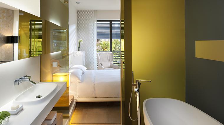 Property MandarinOrientalBarcelona Hotel GuestroomSuite DeluxeGardenRoom MandarinOrientalHotelGroup