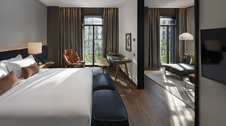 Property MandarinOrientalBarcelona Hotel GuestroomSuite DeluxeSuiteBedroom MandarinOrientalHotelGroup