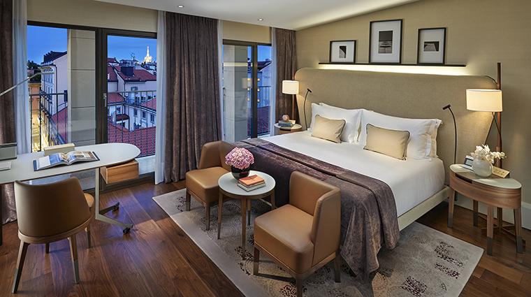 Property MandarinOrientalMilan Hotel GuestroomSuite MandarinRoomwithDuomoView MandarinOrientalHotelGroup