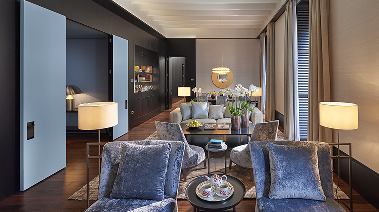 Property MandarinOrientalMilan Hotel GuestroomSuite PresidentialSuiteLivingArea MandarinOrientalHotelGroup
