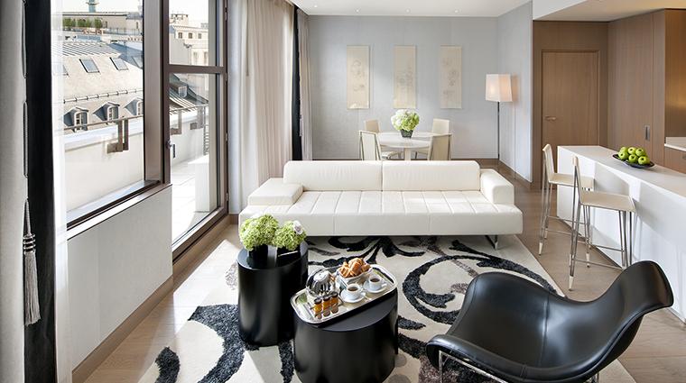 Property MandarinOrientalParis Hotel GuestroomSuite CoutureSuiteLivingRoom MandarinOrientalHotelGroup