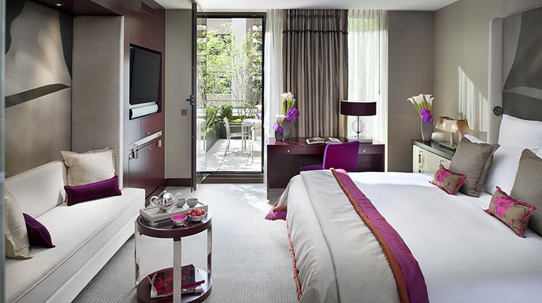 Property MandarinOrientalParis Hotel GuestroomSuite MandarinTerraceRoom MandarinOrientalHotelGroup